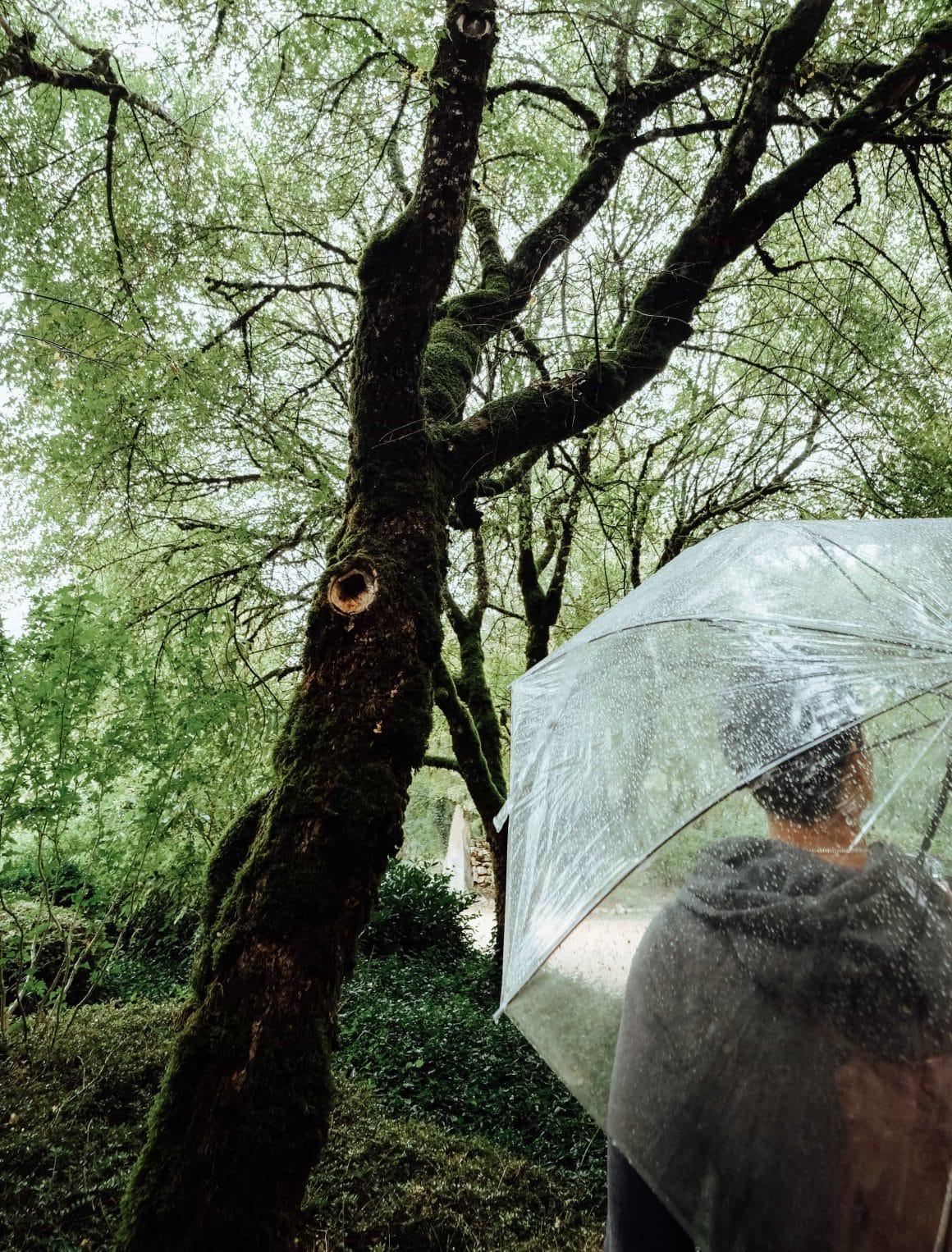 Sous la pluie devant les Esclargies
